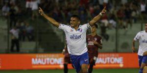 Nacional prepara el Clásico con un triunfo, Peñarol cae ante Montevideo City