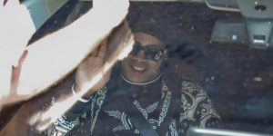 Ronaldinho deja Asunción entre seguidores y con dirección a Río de Janeiro