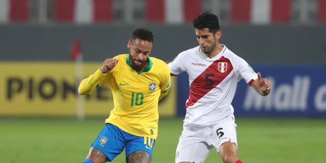 2-4. Neymar desquicia a Perú con un 'hat-trick' cargado de polémica