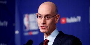 La NBA vuelve a establecer política de estar de pie durante el himno nacional