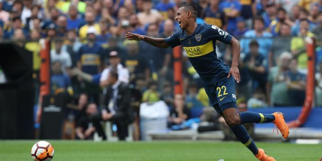 El colombiano Villa y el argentino Palavecino sellan el empate de Boca y River