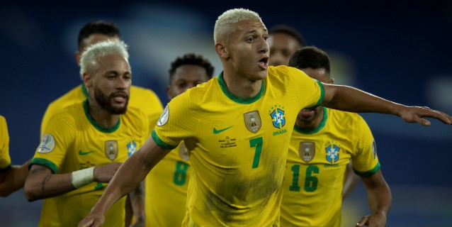 Bélgica y Brasil siguen firmes, Inglaterra accede al podio